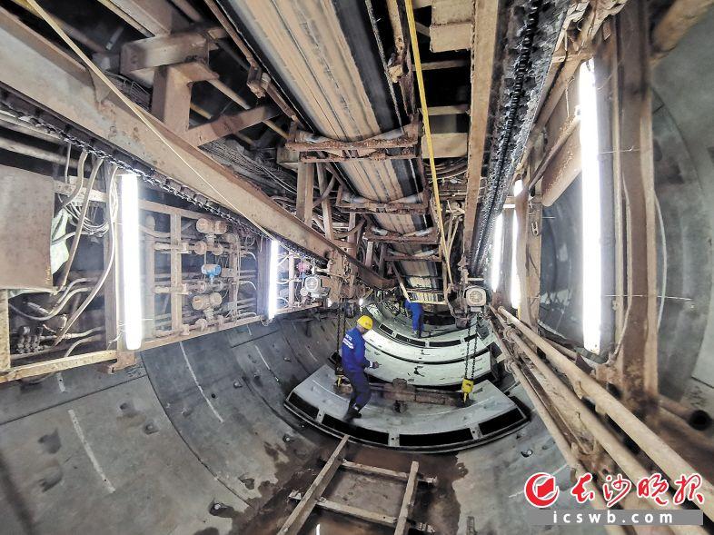 长沙地铁3号线湘星区间双线盾构隧道施工现场。长沙晚报通讯员 蒋炼 摄