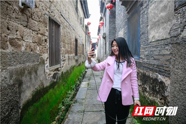 古老的巷子,是黄玲和网友最爱的场景。.jpg