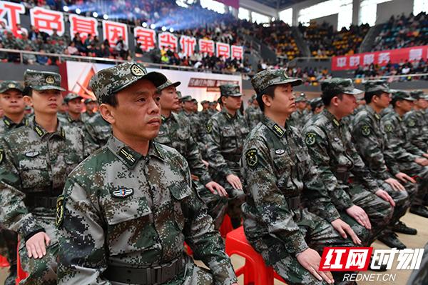 图为民兵在仪式现场.jpg