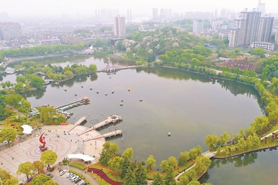 Yiyang Keeps Water Bodies Clean