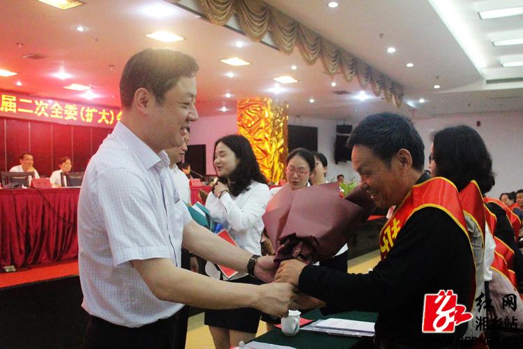 张茂丰寄语工会工作者:突出政治建设 主体地位 素质提升