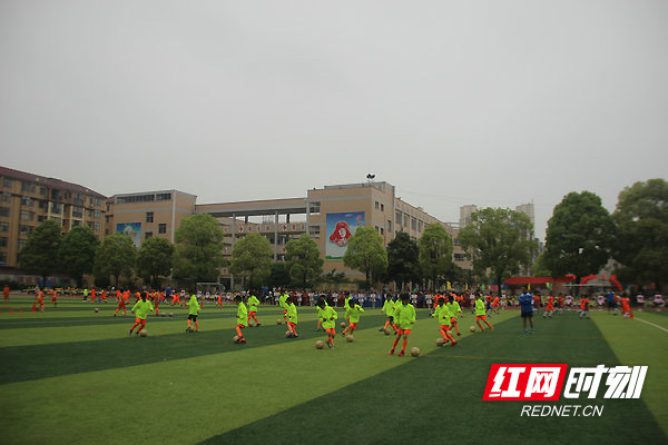 石门县校园足球联赛在五完小开幕