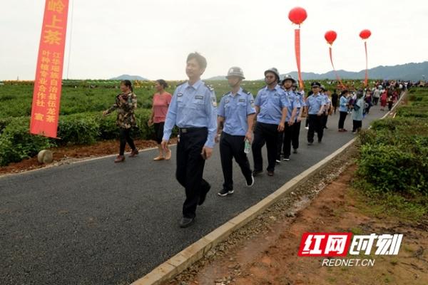 江华公安全力守护茶文化旅游周平安