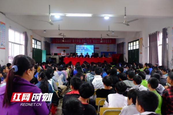 """永州市""""腾飞中国,辉煌70年""""爱国主义教育宣讲走进回龙圩"""