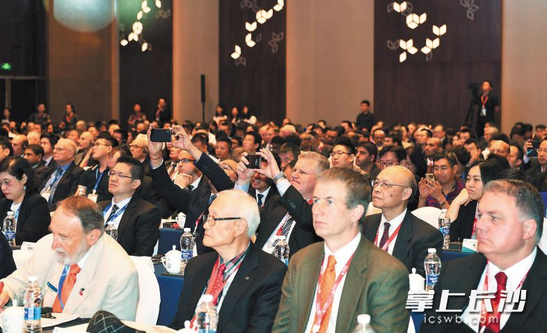来自60多个国家和地区的企业负责人、专家学者参会,共同探讨高端制造业的现状与未来。均为长沙晚报全媒体记者 周柏平 摄