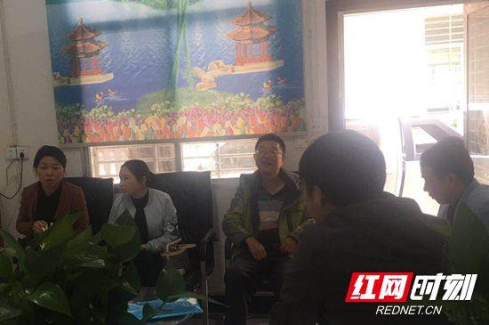 水印卓琼局长在杨柳铺乡综合文化站.jpg