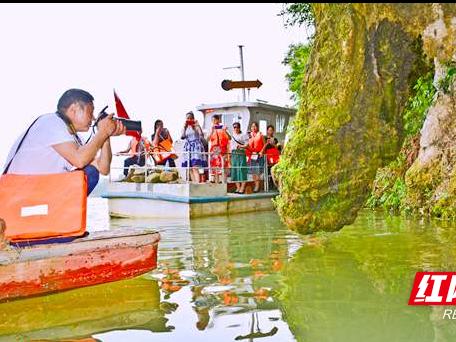 新宁回龙寺镇板桥村水上奇观吸引游客观赏