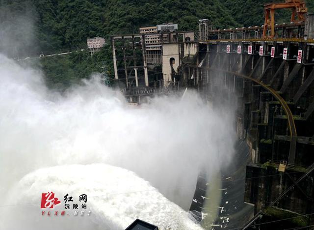 沅陵凤滩水电厂今年首次开闸泄洪