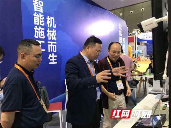 """将传统施工装备带入智能时代  这家企业成国际工程机械展""""香饽饽"""""""