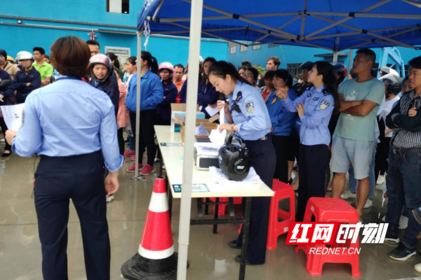 江华:园区携手交警为职工开通摩托车驾驶证绿色通道