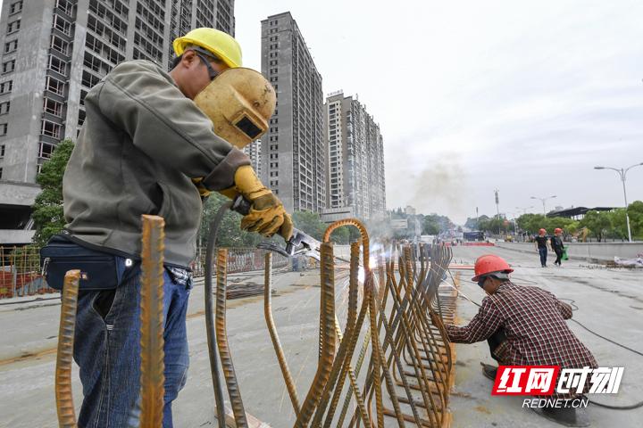 张家界:大庸桥立交桥建设有了新进展!