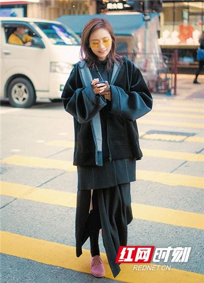红网时刻5月22日讯(记者 胡弋 通讯员 孙文文)5月22日,歌手刘惜君曝光了一组最新街拍。