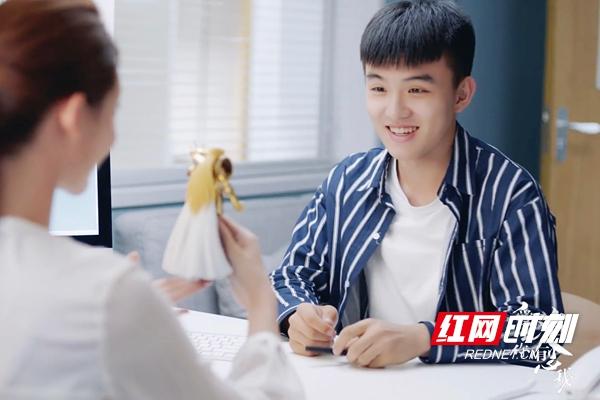 《爱上你治愈我》郑伟饰演东东_1_.jpg