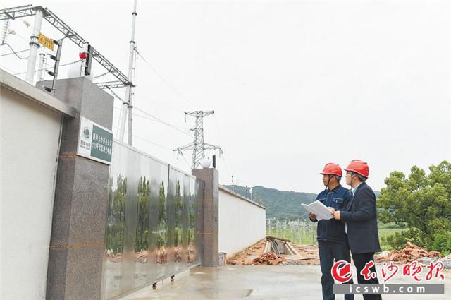 """今年,随着110千伏蒿塘变电站顺利送电,困扰了当地近五年的用电""""卡脖子""""问题得以解决。王志伟 摄"""