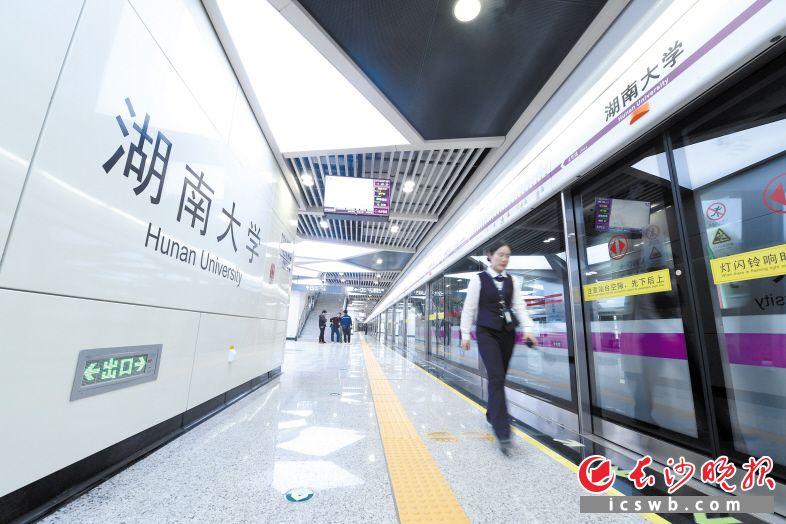 地铁4号线一期工程今日载客试运营,这是地铁站内场景。  长沙晚报全媒体记者 黄启晴  摄