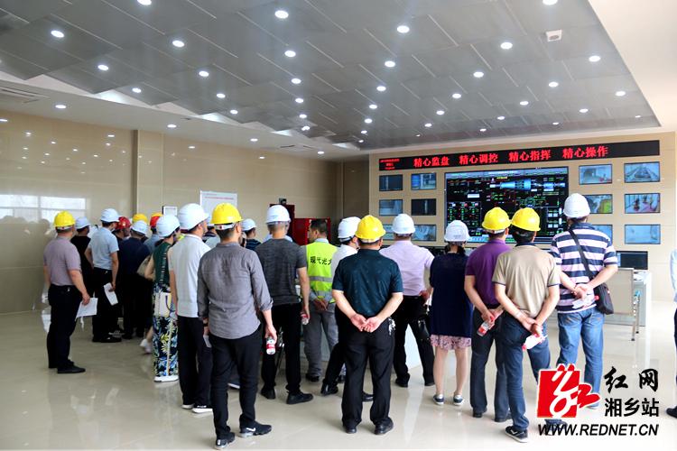 湘潭市委党校第39期青干班学员来湘乡调研项目建设