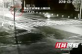 常德一电动车司机凌晨撞上路边停靠的拖拉机 不幸身亡(视频)