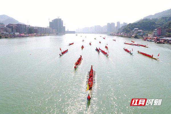 此次龙舟文化节比赛分为4日的预赛和5日的决赛,共42支队伍参赛。