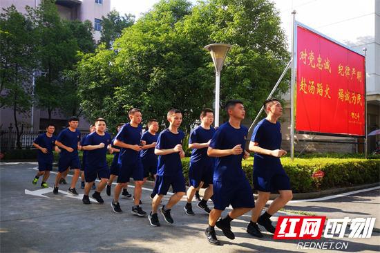 【平安消防】张家界消防坚持机关训练常态化掀起全员岗位练兵热潮