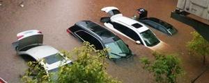 桂阳县遭遇强降雨 车辆被淹