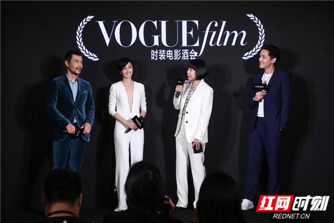 """红网时刻6月11日讯(记者 胡弋)6月10日,""""VogueFilm时装电影盛典""""于上海隆重举行。盛典现场,Vogue编辑总监张宇女士携众优秀影人出席,共同见证时装与电影的完美邂逅。"""