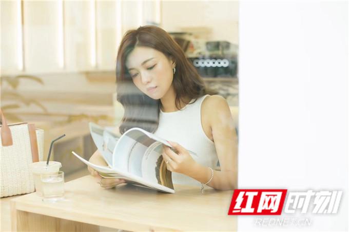 红网时刻6月11日讯(记者 胡弋)6月11日,演员傅晶曝光一组夏日时尚写真。