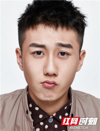 红网时刻6月14日讯(记者 胡弋)6月14日,卓尔文化旗下演员姜冠南生日全新写真曝光。