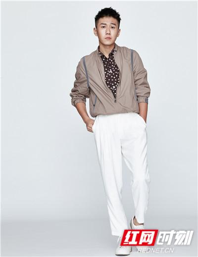 据悉,由张嘉译、闫妮、姜冠南等人主演的电视剧《少年派》正在湖南卫视金鹰独播剧场每晚黄金档热播。