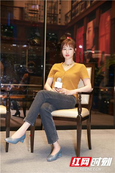 """而为了给自己的新片加油打气,白百何也在6月13日上海路演中秒变""""拼命三娘""""花式赚""""吆喝""""。"""