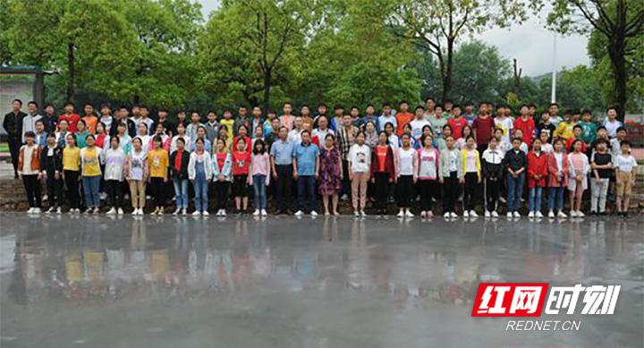 慈利县苗市镇中学:爱心捐建暖校园