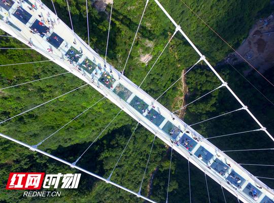 张家界大峡谷玻璃桥.jpg