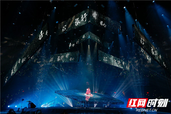 据工作人员透露,6月29日,林峯将会去到上海东方体育中心,继续林峯Heart Attack巡回演唱会。