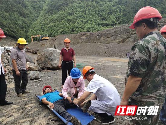 桑植县龙潭坪镇开展山体滑坡事故应急救援演练