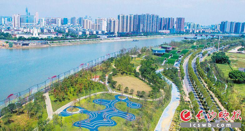 浏阳河东岸风光带将打造休闲健身步道(自行车道)。长沙晚报全媒体记者 邹麟 摄