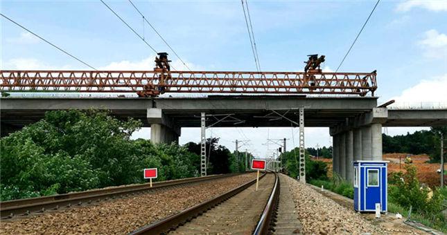 长益扩容控制性工程跨石长铁路桥架设完成