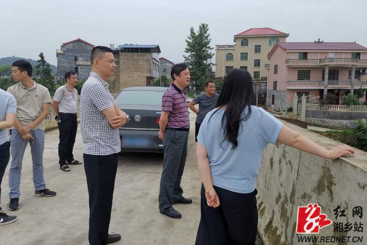 张茂丰冒雨察看毛田镇地质灾害隐患点   市领导督查防汛工作