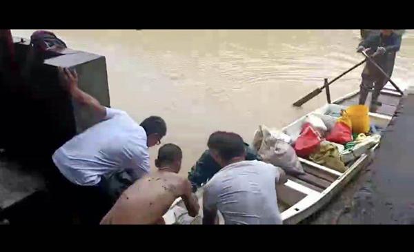 攸县:洪水中救人的平民英雄受表彰