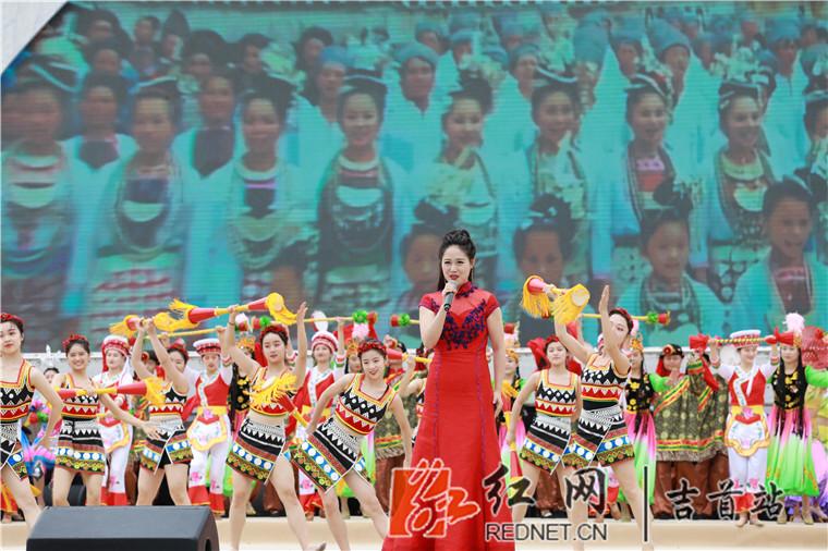 海峡两岸同胞聚鼔乡欢度2019吉首鼔文化节