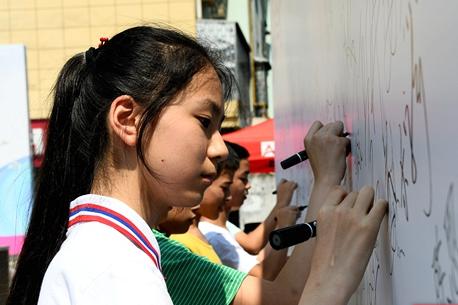 常德经开区:开展禁毒集中宣传 集体宣誓签名抵制毒品
