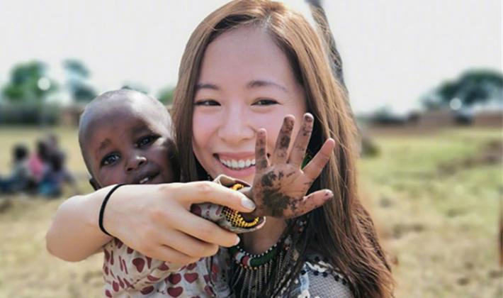 《我们的非洲朋友》江一燕乘直升机追击盗猎者
