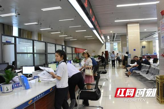 减负担 增实干丨湘西州行政审批局:打造多元化办事格局