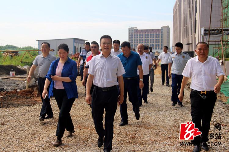 周俊文:看进展  解难题  全力促进电力产业园发展