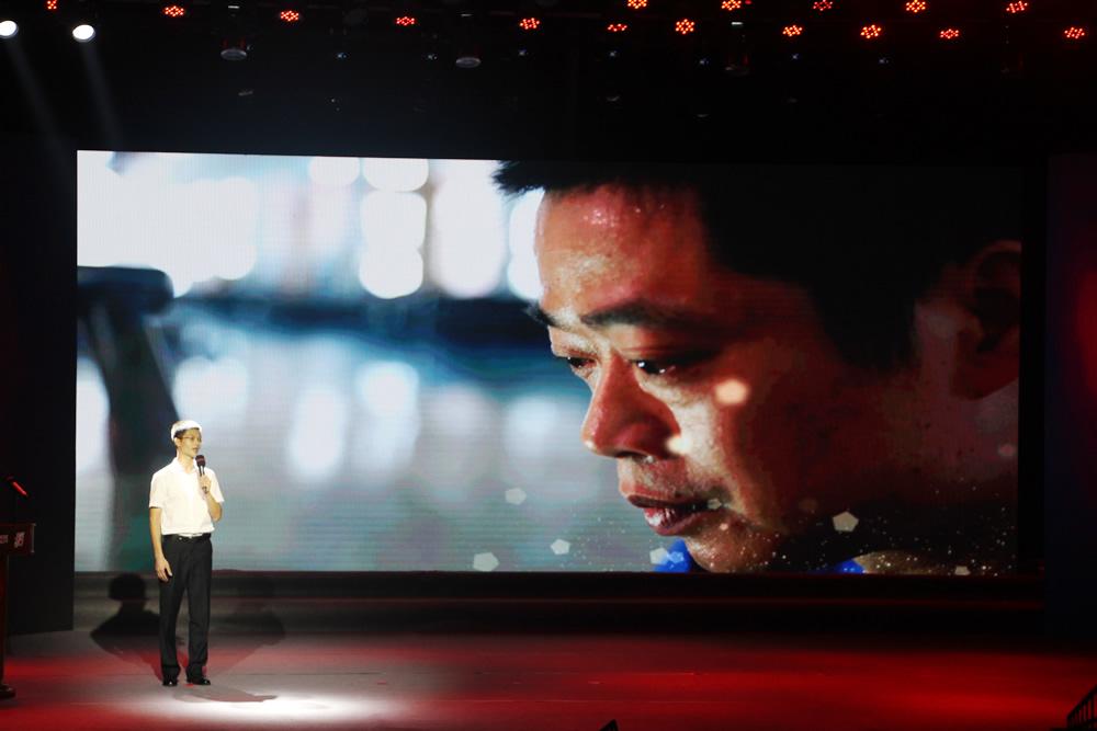 宣讲员讲述新时代的产业工人唐伟的微故事
