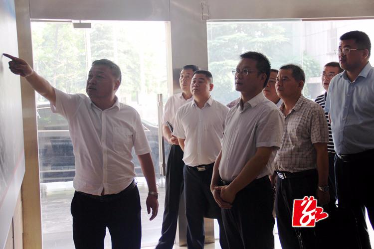 周俊文现场办公推进韶峰南方绿色建材产业园项目建设