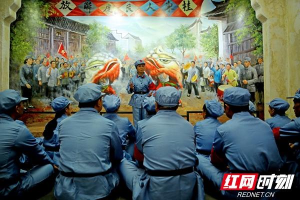 听红色故事。拍摄于 中国工农红军在桂东革命活动陈列馆。邓仁湘A.jpg