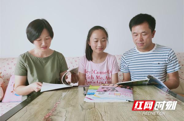 蒋宏坤与妻子女儿在一起。_副本.jpg