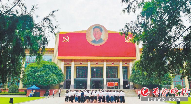 ←中国共产党长沙历史馆和中共湘区委员会旧址,是清水塘红色文化历史故事街区的中心。周柏平摄