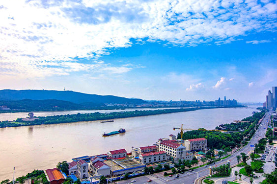 In pics: Clear sky and white clouds in Changsha city
