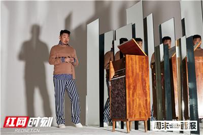 2019年,一部《地久天长》又令他一举夺得第69届柏林电影节最佳男演员银熊奖,成为中国第一位东京、柏林双影帝。