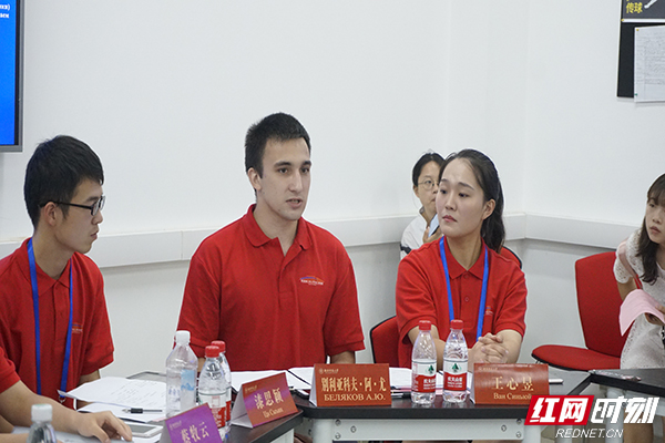 来自喀山创新大学的俄方青年代表别利亚科夫•阿德尔•尤里耶维奇表达了鞑靼斯坦共和国营员对中俄关系发展的期待和计划副本.jpg